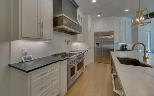 CUSTOM HOME BUILD-print-017-041-Kitchen-3200x2000-300dpi